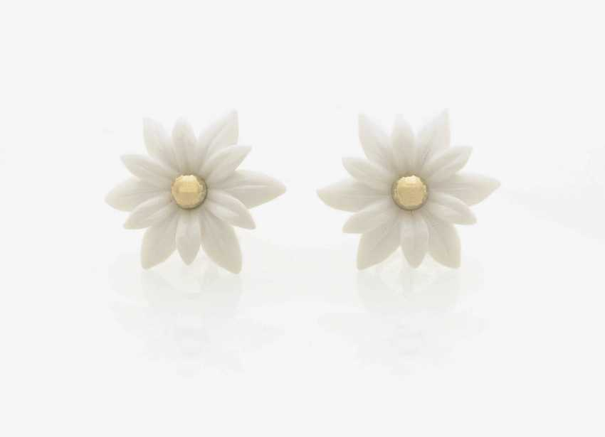 """A PAIR of stud pin connector """"Edelweiss-FLOWER"""" FROM CACHALONG . Germany, Idar-Oberstein, gem-engraver, master MATTHIAS FICKINGER - photo 1"""