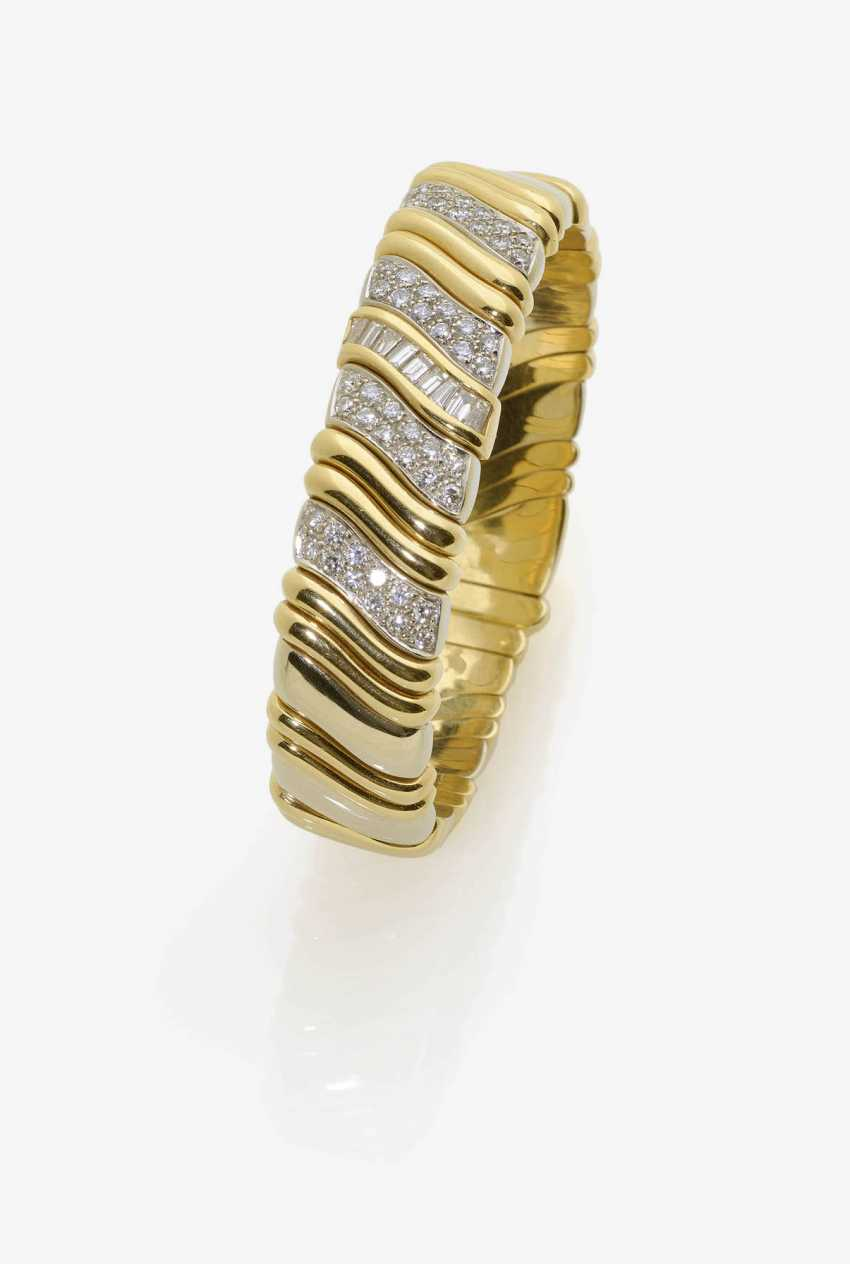 Bangle with diamonds. - photo 1