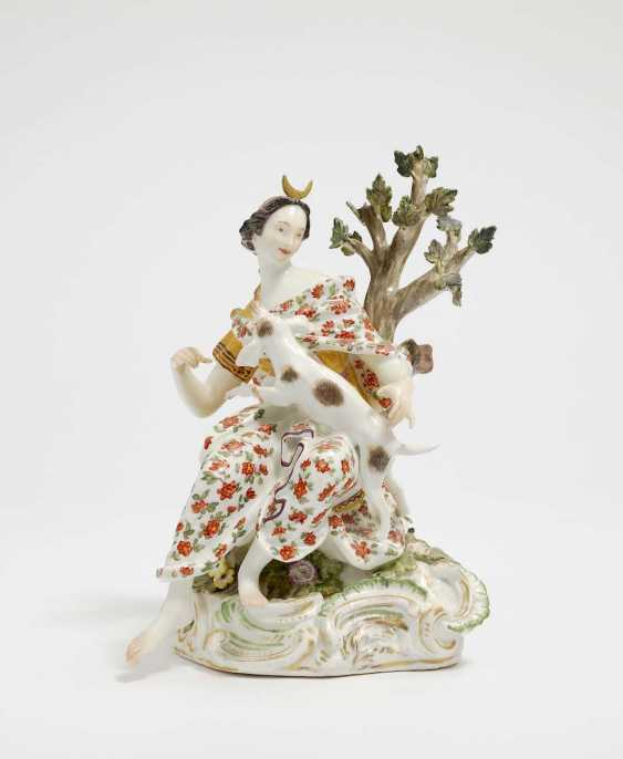Meissen, Mid-18th. Century, model by J. J. Kändler . DIANA WITH HUNTING DOG - photo 1
