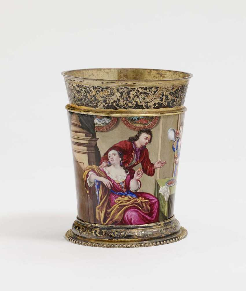 Augsburg, 1709 - 1712, Esaias III Busch, enamel painting probably by Johann Jacob I priest . MUG WITH COLORFUL ENAMEL DECORATION - photo 1