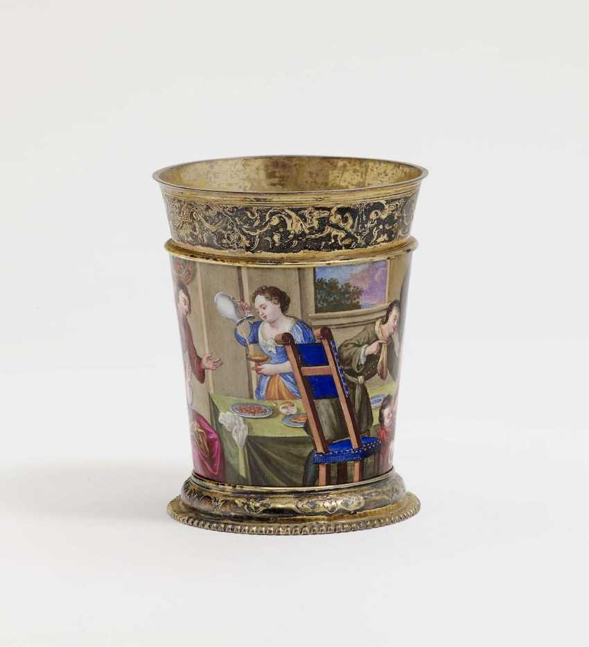 Augsburg, 1709 - 1712, Esaias III Busch, enamel painting probably by Johann Jacob I priest . MUG WITH COLORFUL ENAMEL DECORATION - photo 3