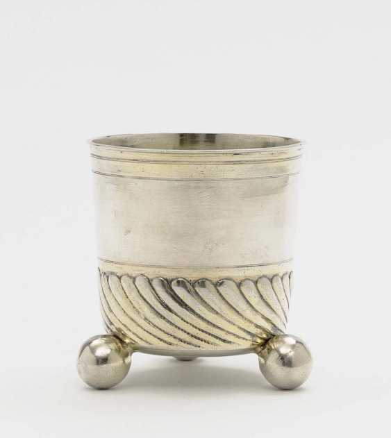 Augsburg, Early 18th C. Century, Johann Fassnacht . Ball footed beaker - photo 1