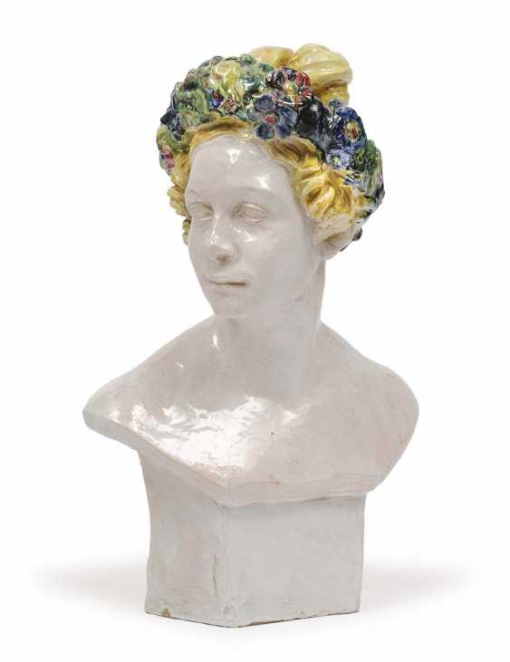 1930 . Female Bust - photo 1