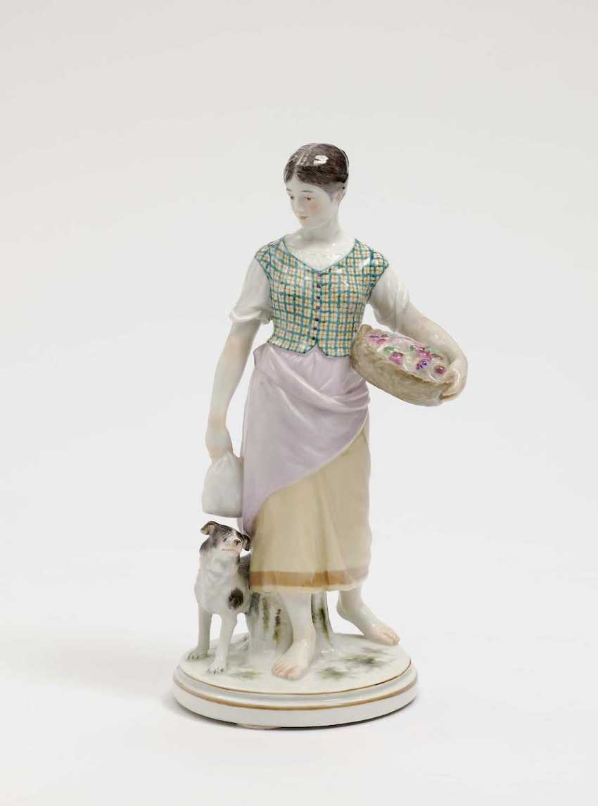 Meissen, model by Jacob Unger, 1901 - 1904 . COUNTRY GIRL WITH A SPANIEL - photo 1