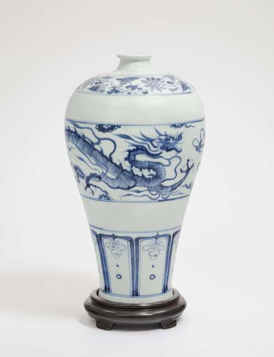 China, 19./20. Century, Yuan-Style . VASE - photo 1