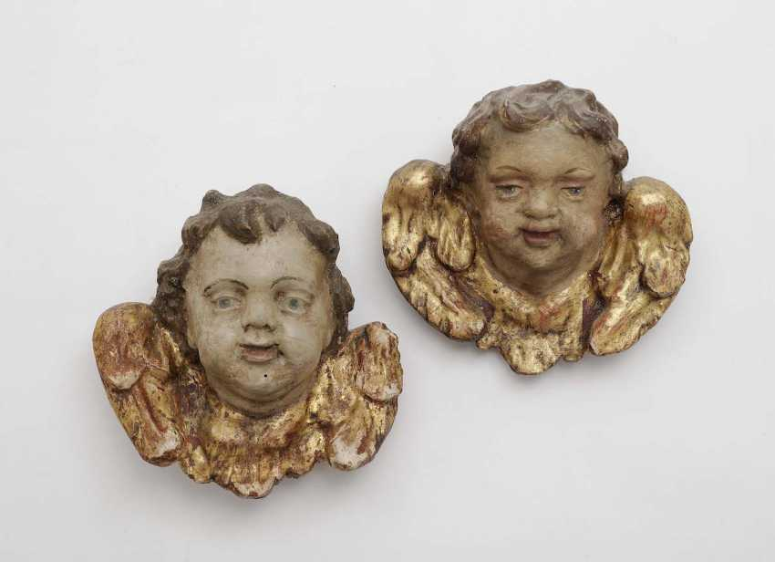South German, Early 18th. Century . A PAIR OF WINGED CHERUBS HEAD - photo 1