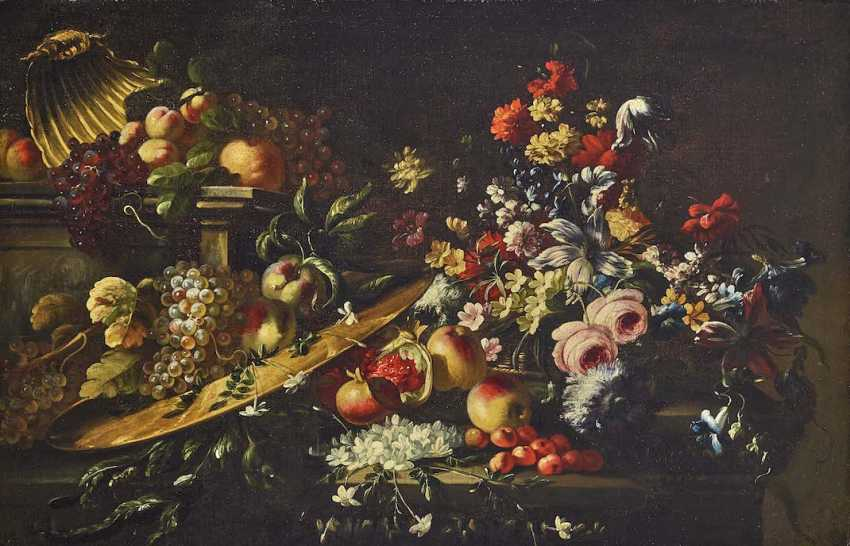 Upper Italy (Giuseppe Vicenzino?) At the beginning of 18. Century. Sumptuous still life with flowers and fruit - photo 1