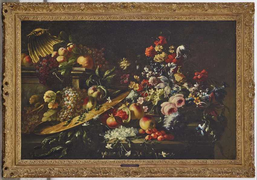 Upper Italy (Giuseppe Vicenzino?) At the beginning of 18. Century. Sumptuous still life with flowers and fruit - photo 2