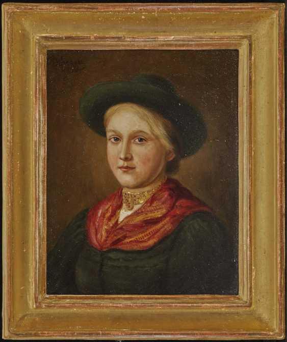 DefreGelbgolder, Franz von. Dirndl mit Hut und Kropfkette - photo 2