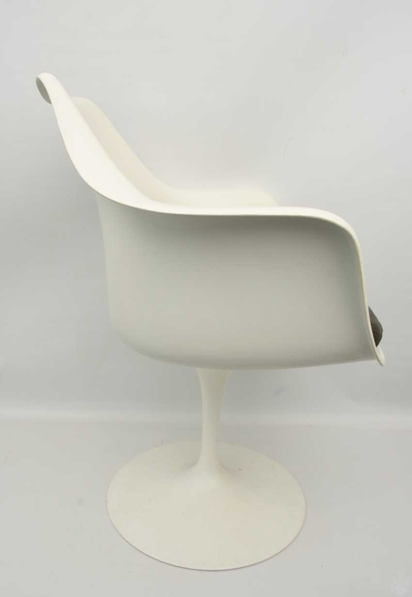 """KNOLL """"TULIP"""" CHAIR with armrests, fiberglass/cashmere, 1990s - photo 4"""
