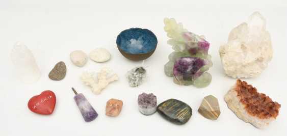 COLLECTION of MINERALS AND semi-precious stones including coral, Amethyst, quartz, 20. Century - photo 1