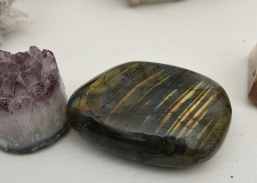COLLECTION of MINERALS AND semi-precious stones including coral, Amethyst, quartz, 20. Century - photo 10