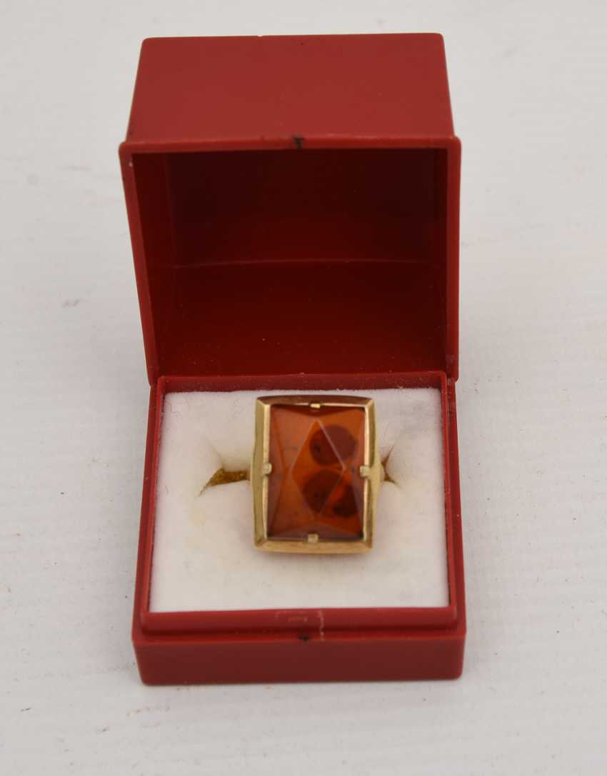 RING WITH AMBER, 585 yellow gold, stamped, 20. Century - photo 1