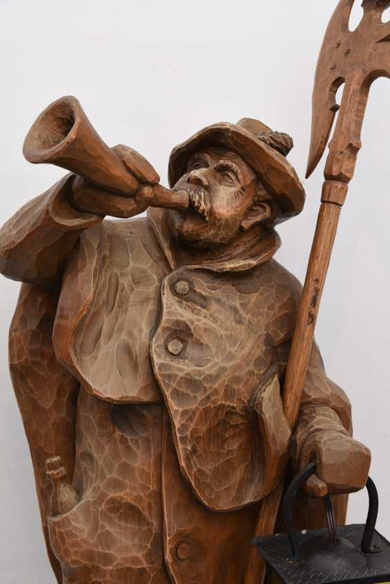"""Night watchman WITH LANTERN"", beschnitztes wood/glass, Germany 20. Century - photo 2"