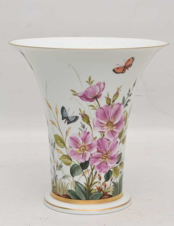 LUDWIGSBURG PORCELAIN VASE, crater-form, hand-painted, glazed, gold, equipped, marked, 20. Century - photo 1