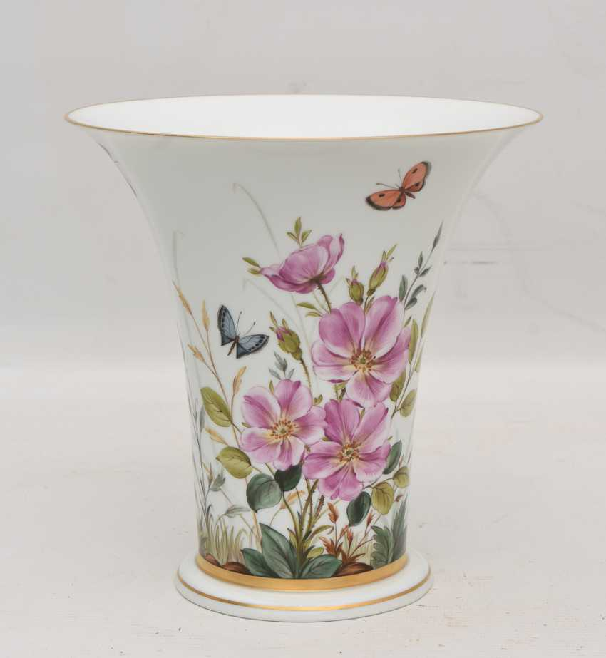 LUDWIGSBURG PORCELAIN VASE, crater-form, hand-painted, glazed, gold, equipped, marked, 20. Century - photo 2