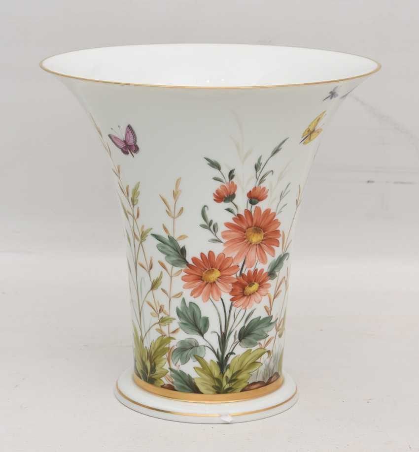 LUDWIGSBURG PORCELAIN VASE, crater-form, hand-painted, glazed, gold, equipped, marked, 20. Century - photo 3