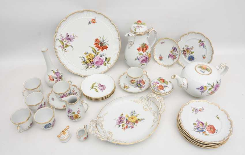 LUDWIGSBURG PORCELAIN COFFEE/tea service, painted/glazed equipped/gold, marked, 20. Century - photo 2