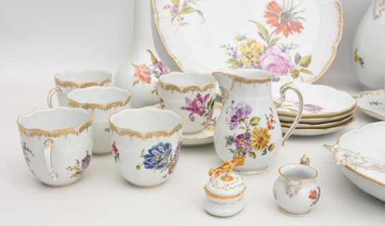 LUDWIGSBURG PORCELAIN COFFEE/tea service, painted/glazed equipped/gold, marked, 20. Century - photo 4