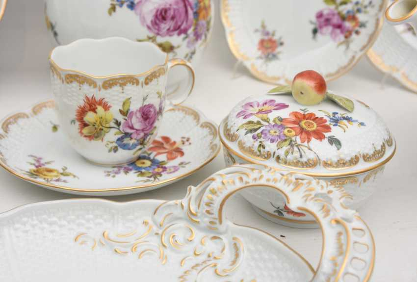 LUDWIGSBURG PORCELAIN COFFEE/tea service, painted/glazed equipped/gold, marked, 20. Century - photo 5