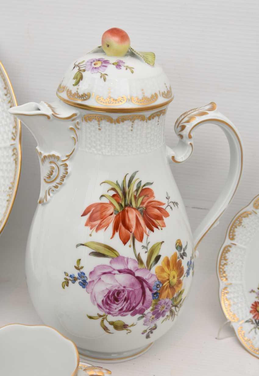 LUDWIGSBURG PORCELAIN COFFEE/tea service, painted/glazed equipped/gold, marked, 20. Century - photo 7
