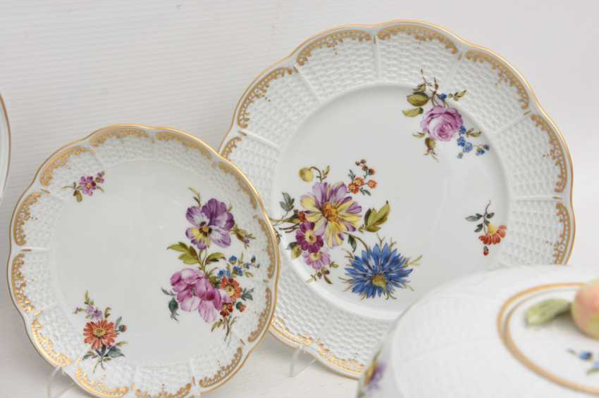 LUDWIGSBURG PORCELAIN COFFEE/tea service, painted/glazed equipped/gold, marked, 20. Century - photo 8