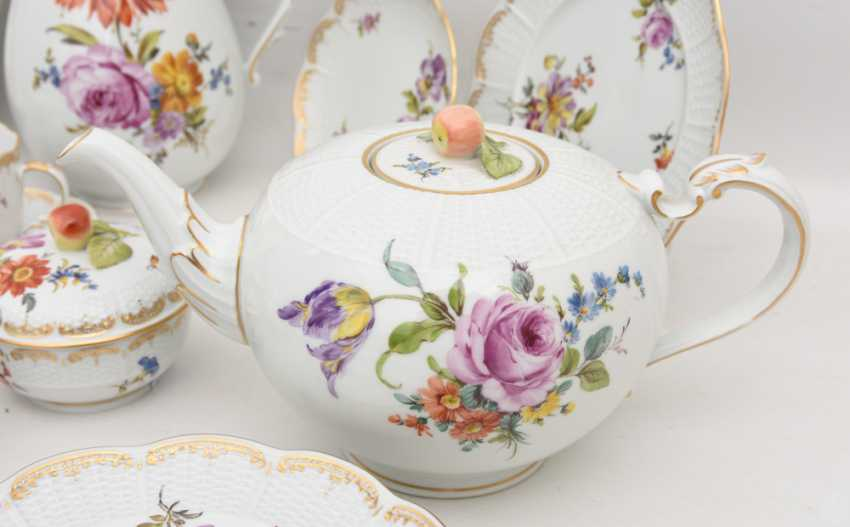 LUDWIGSBURG PORCELAIN COFFEE/tea service, painted/glazed equipped/gold, marked, 20. Century - photo 9