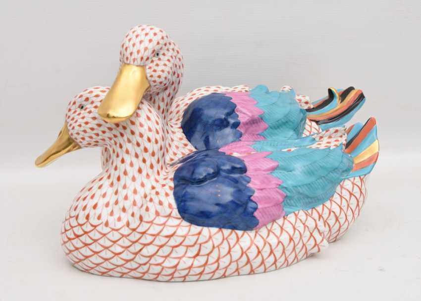 """HEREND PORCELAIN """"duck couple"""", painted glazed gold staffiertes porcelain,marked, Hungary at the end of 20. Jah - photo 1"""