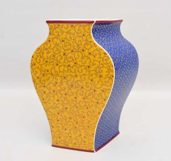 """ROSENTHAL STUDIO LINE VASE """"KUSUMAM"""", Designer Tadao Amano, painted/glazed equipped/gold, marked, 21. Century - photo 1"""