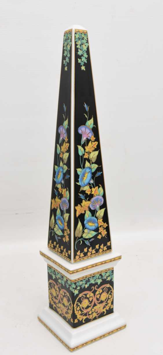 """ROSENTHAL MEETS VERSACE: the OBELISK """"GOLD IVY"""", painted equipped/glazed/gold, marked, 21. Century - photo 1"""