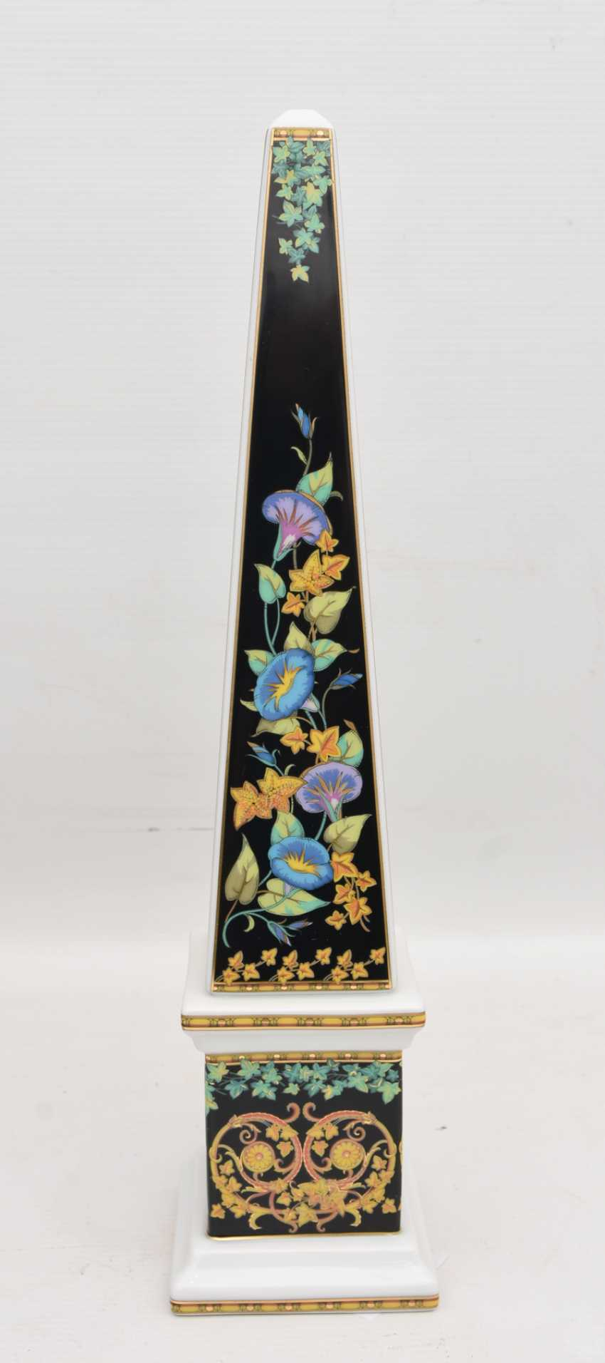 """ROSENTHAL MEETS VERSACE: the OBELISK """"GOLD IVY"""", painted equipped/glazed/gold, marked, 21. Century - photo 5"""