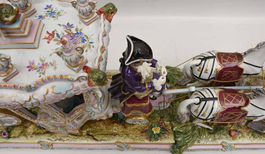 VOLKSTEDT porcelain manufactory: magnificent coach, painted glazed gold staffiertes porcelain, 2. Half of the 20. Century - photo 4