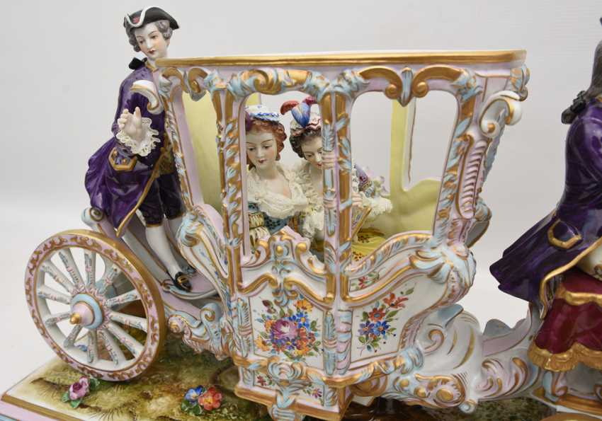 VOLKSTEDT porcelain manufactory: magnificent coach, painted glazed gold staffiertes porcelain, 2. Half of the 20. Century - photo 8