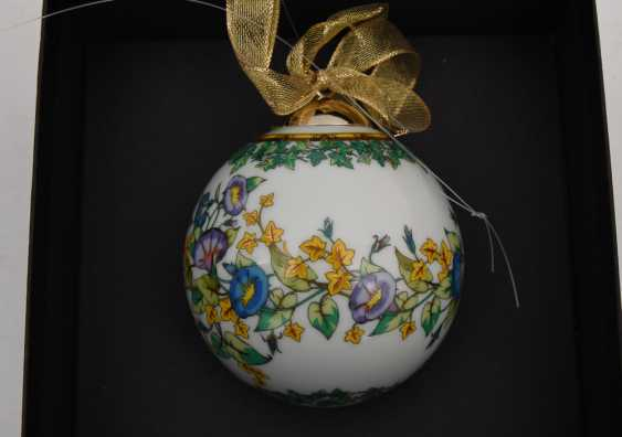"""ROSENTHAL MEETS VERSACE: BALL """"GOLD IVY"""" polychrome gold staffiertes porcelain, marked, 2000 - photo 1"""
