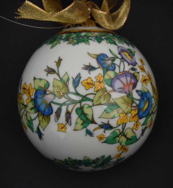 """ROSENTHAL MEETS VERSACE: BALL """"GOLD IVY"""" polychrome gold staffiertes porcelain, marked, 2000 - photo 2"""