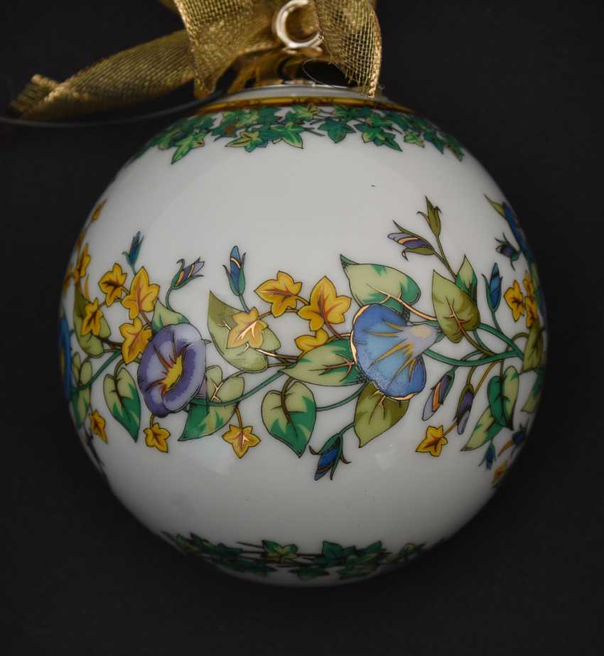 """ROSENTHAL MEETS VERSACE: BALL """"GOLD IVY"""" polychrome gold staffiertes porcelain, marked, 2000 - photo 3"""