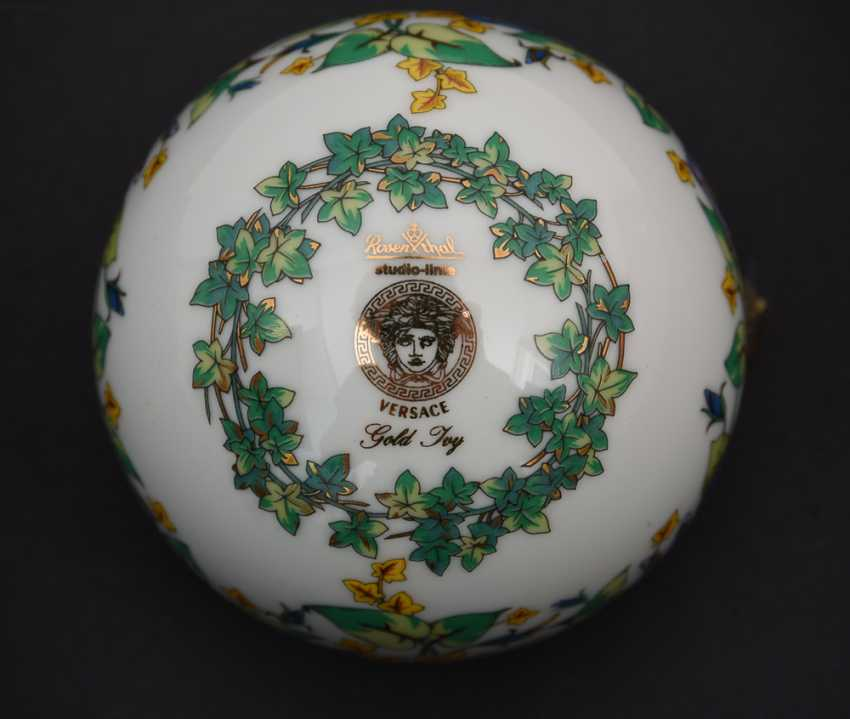 """ROSENTHAL MEETS VERSACE: BALL """"GOLD IVY"""" polychrome gold staffiertes porcelain, marked, 2000 - photo 4"""
