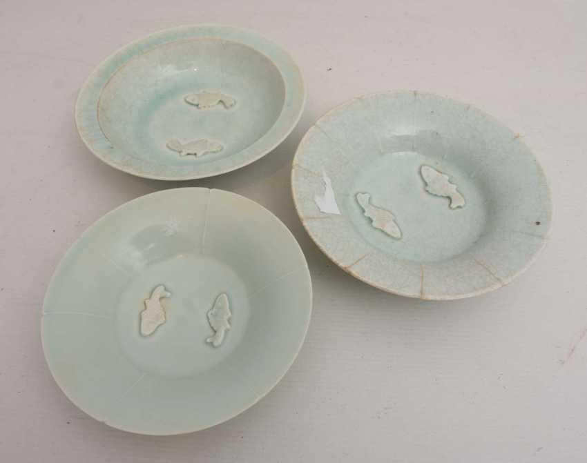 """THREE PLATES of """"FISH,"""" painted glazed porcelain, China, 19./20. Century - photo 1"""