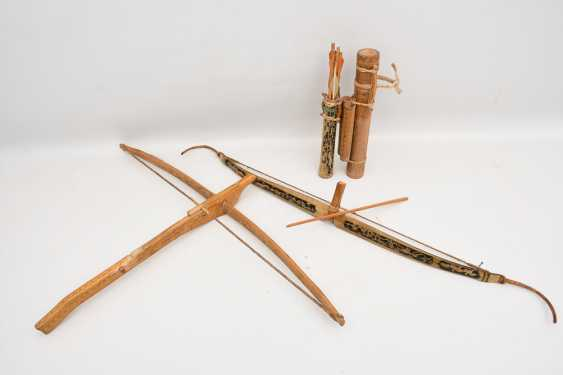 CROSSBOW AND BOW, beschhnitztes wood hand-painted, early 20. Century - photo 1