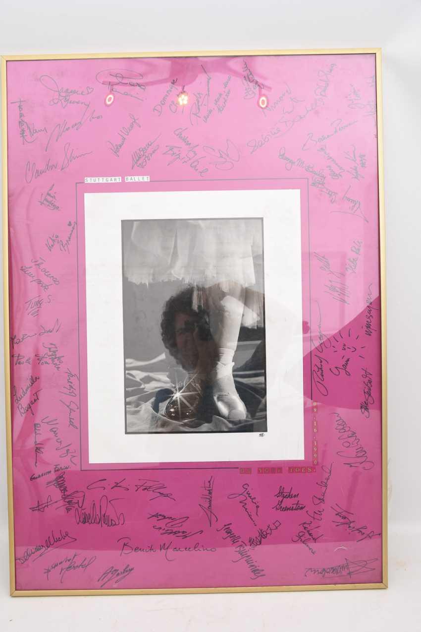 "AUTOGRAPH-PICTURE ""STUTTGART BALLET"", behind glass framed, signed,1990 - photo 1"