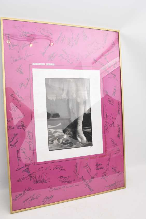 "AUTOGRAPH-PICTURE ""STUTTGART BALLET"", behind glass framed, signed,1990 - photo 2"