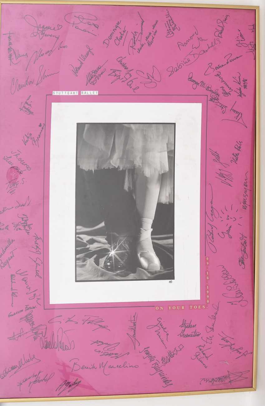 "AUTOGRAPH-PICTURE ""STUTTGART BALLET"", behind glass framed, signed,1990 - photo 3"