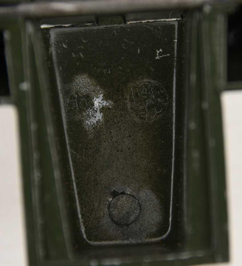 MÄRKLIN: KONVOLUT ESSO TANKSTELLE, bemaltes und lackiertes Blech, 2. Hälfte 20. Jahrhundert - Foto 5