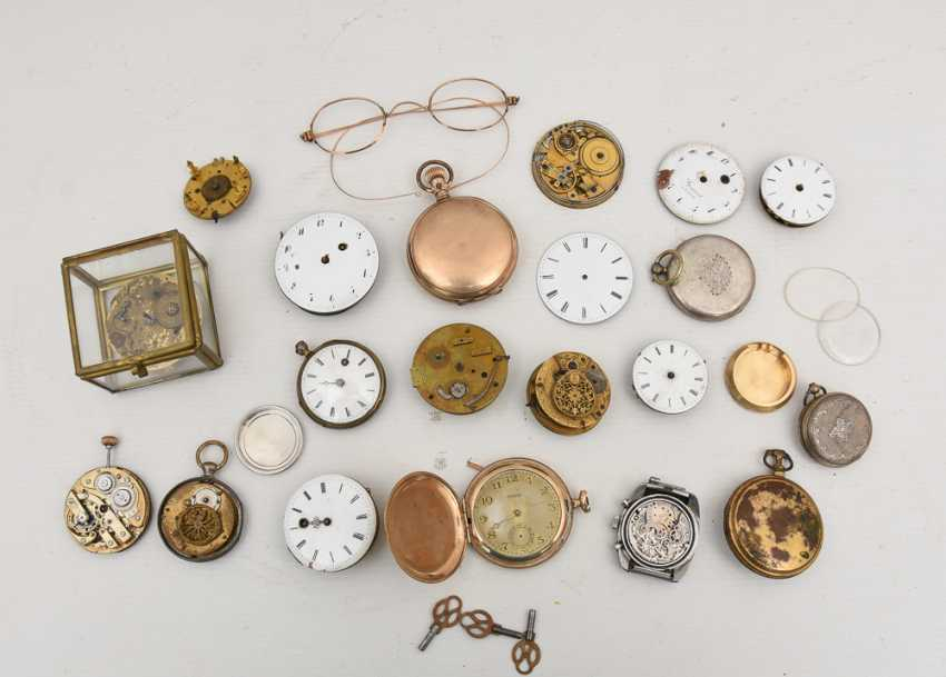 COLLECTION OF BROKEN POCKET WATCHES AND WATCH MOVEMENTS, 19./20. Century - photo 4
