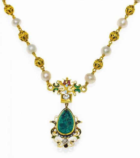 EMERALD AND ENAMEL NECKLACE. Probably France, around 1880.