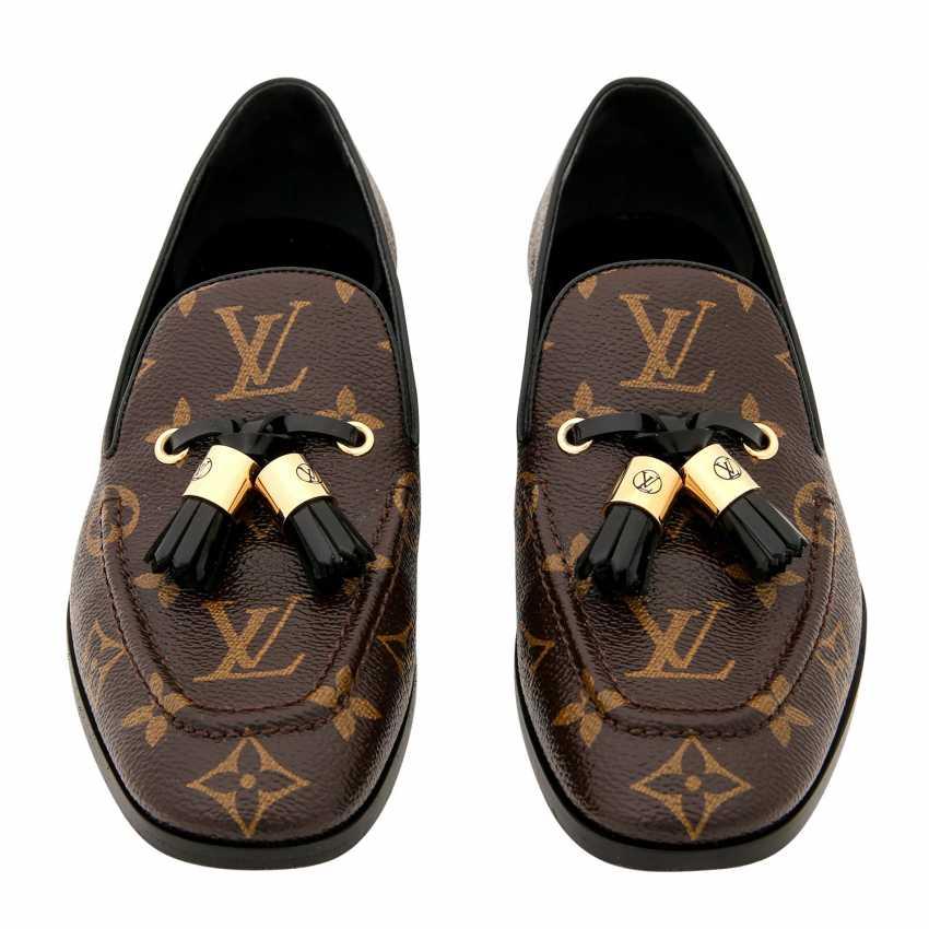 Auction: LOUIS VUITTON loafers \
