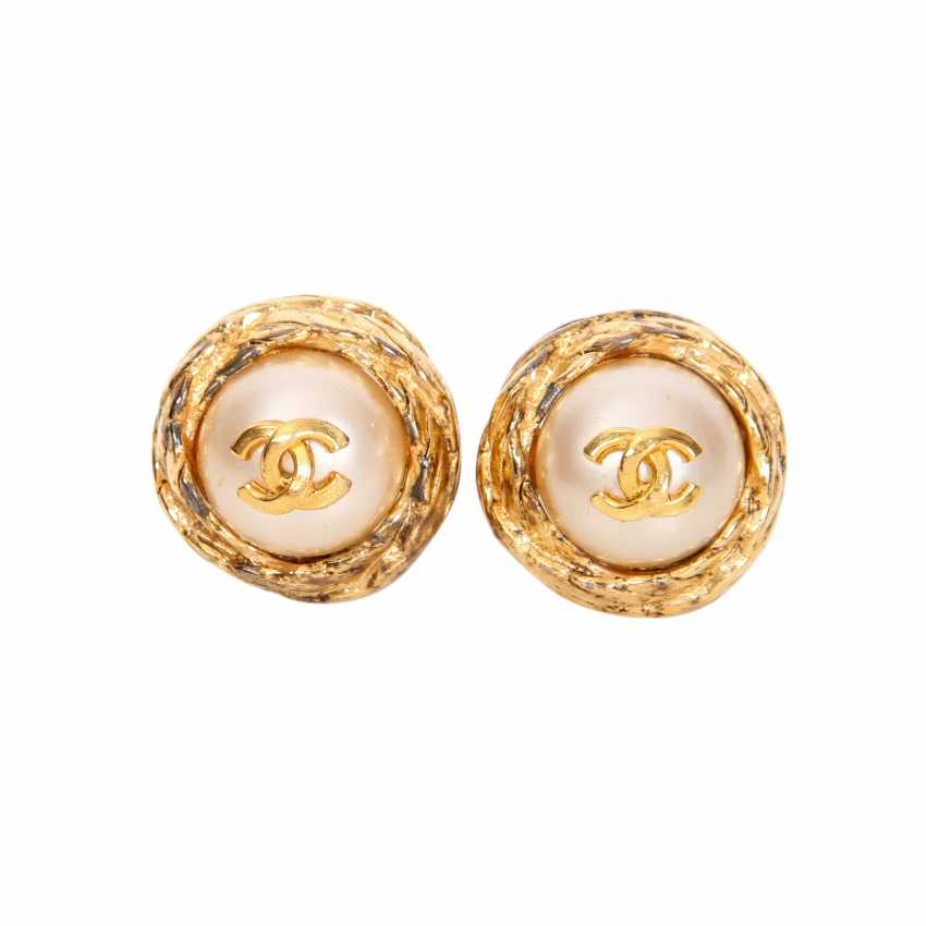 Lot 216 Chanel Vintage Costume Jewelry Clip On Earrings