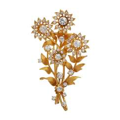 Floral brooch with lush diamonds, together approx. 7 ct