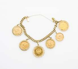 Coin bracelet 14 ct GOLD with 5 coins and 1 medal.