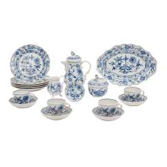 MEISSEN, mocha service for 4 people 'onion pattern', 1. and 2. Choice, 20. Century.
